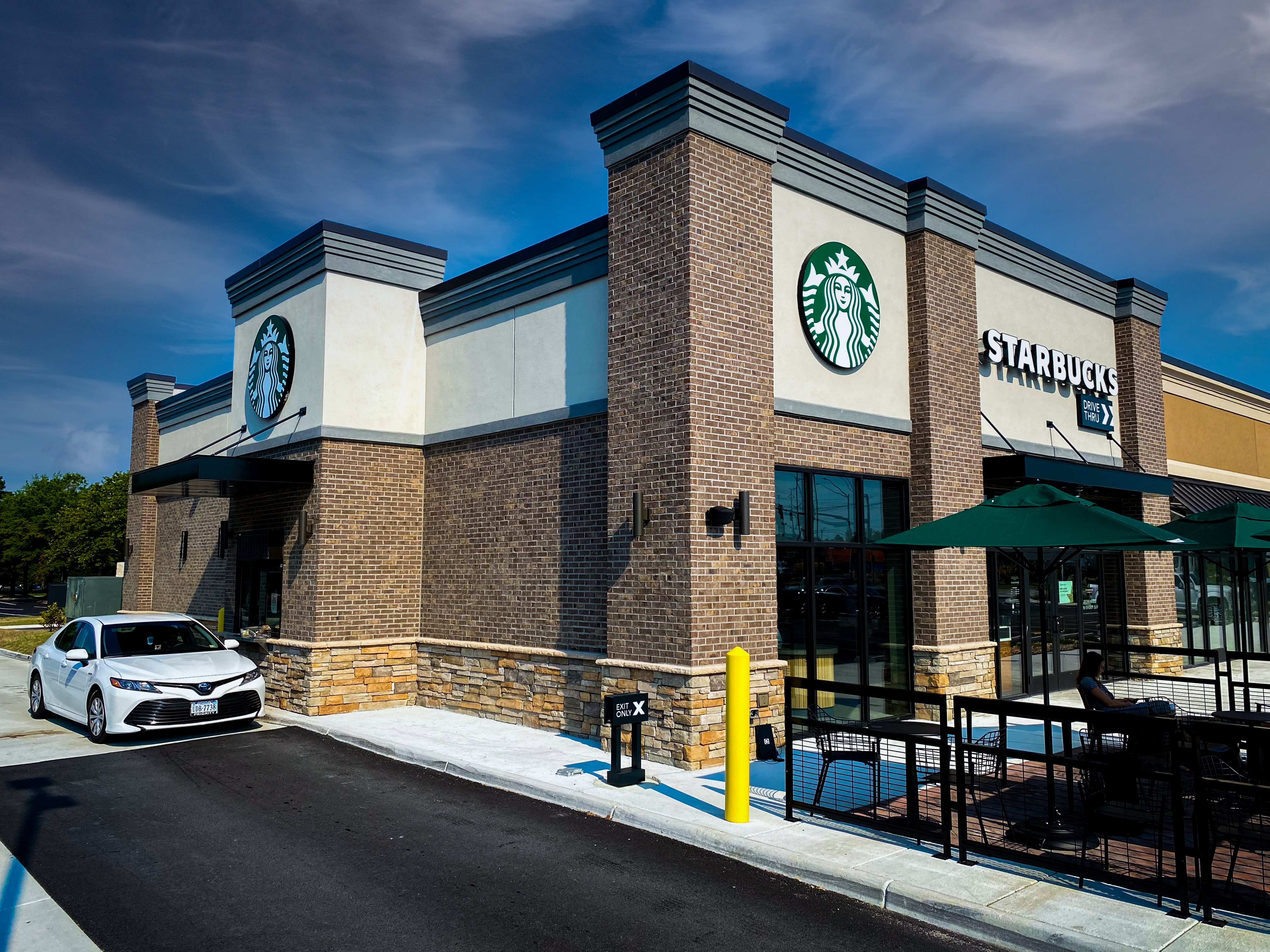 Starbucks outdoor seating area and drive-thru in Virginia Beach